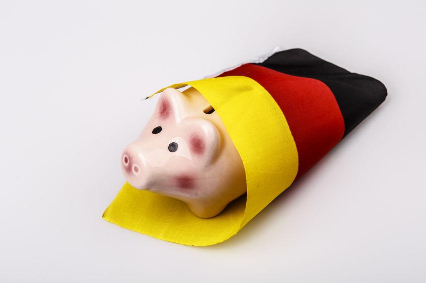 Sparschwein mit Deutschlandfahne